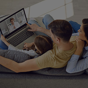 2BEBKPN Family doctor call online. Family patients consult doctor online laptop while sitting at home.